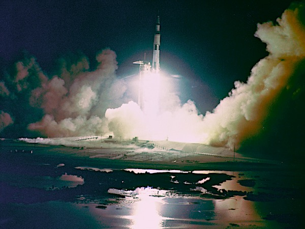 Apollo_17_Night_Launch_-_GPN-2000-001150.jpg