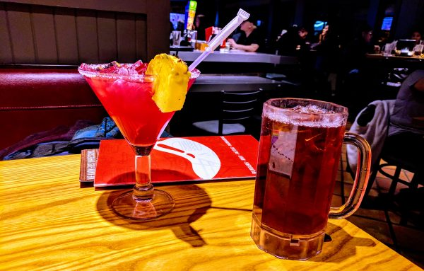 Blueberry pineapple margarita and iced tea at Chili's.